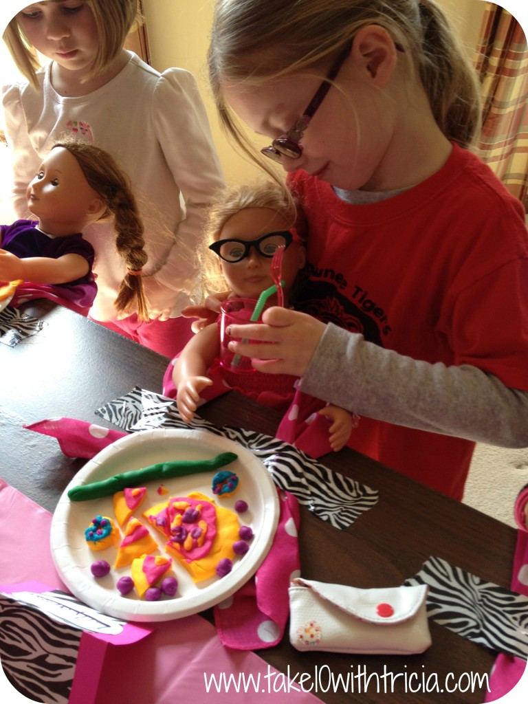 Baby-doll-theme-birthday-party-feeding-baby