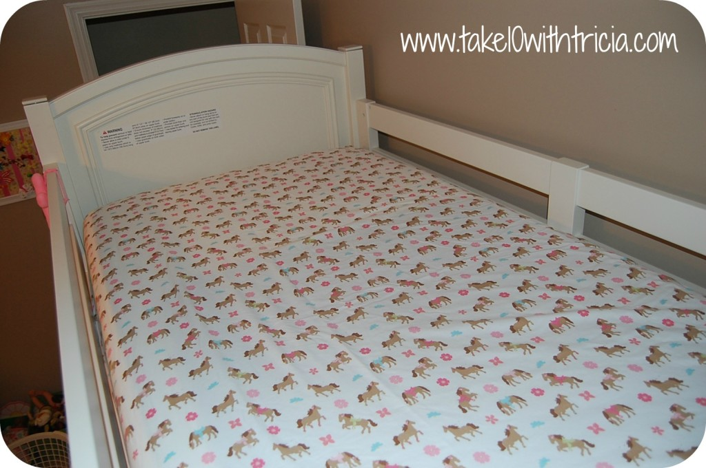 How-to-change-bunk-bed-sheets-3