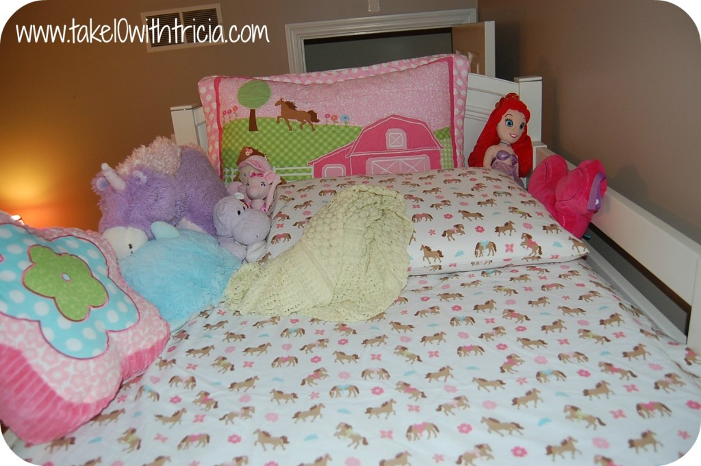 How-to-change-bunk-bed-sheets-7