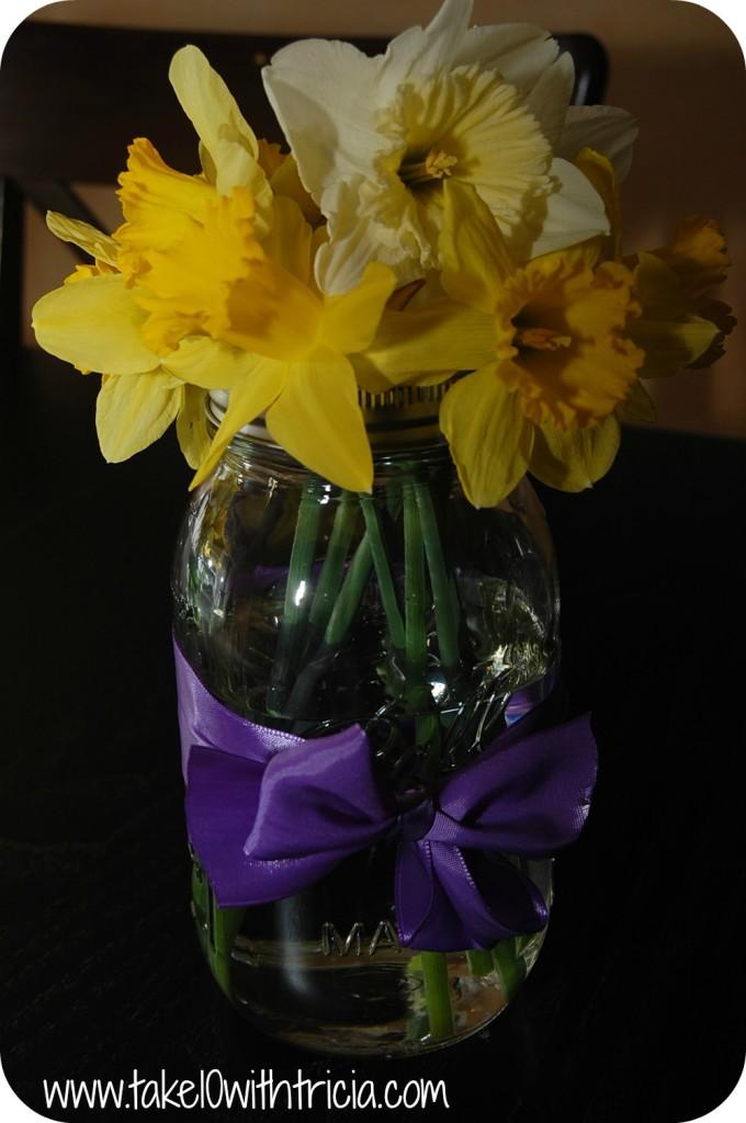 daffodils-in-mason-jar (3)