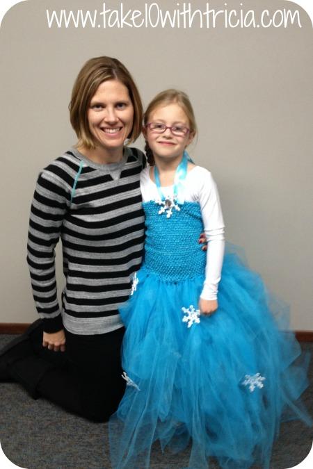 Stella-Frozen-Elsa-Piano-recital-2