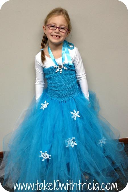 Stella-Frozen-Elsa-Piano-recital