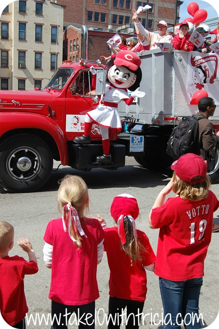 reds-opening-day-parade-overview-8