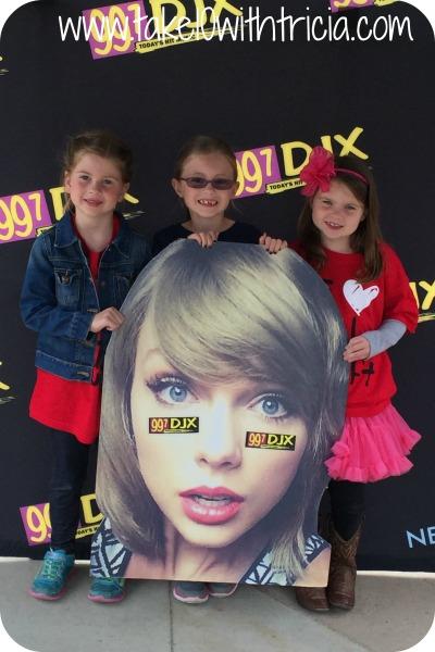 Taylor-Swift-1989-Concert-Lousville-2015-Waiting