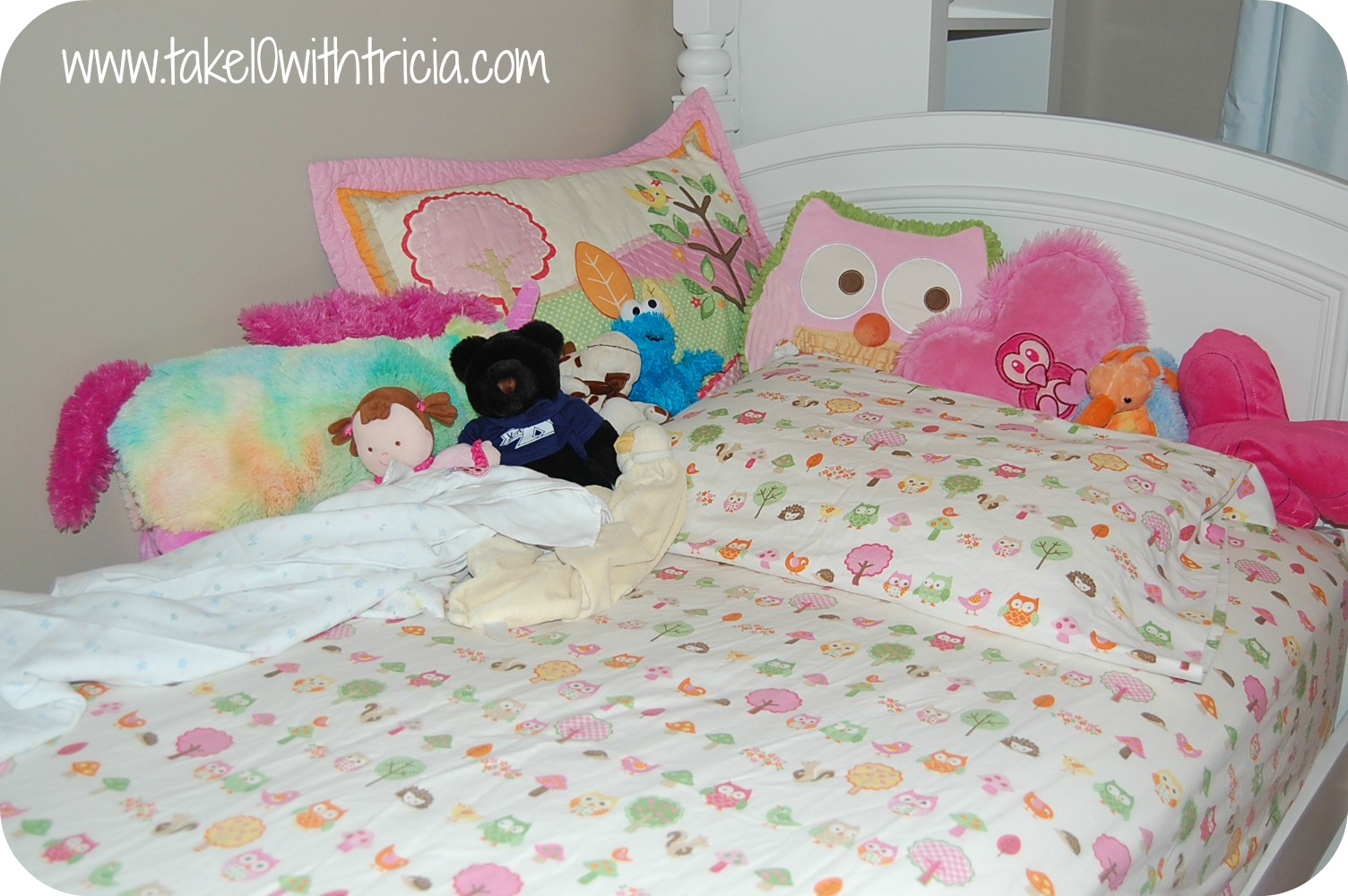 how to change top bunk bed sheets